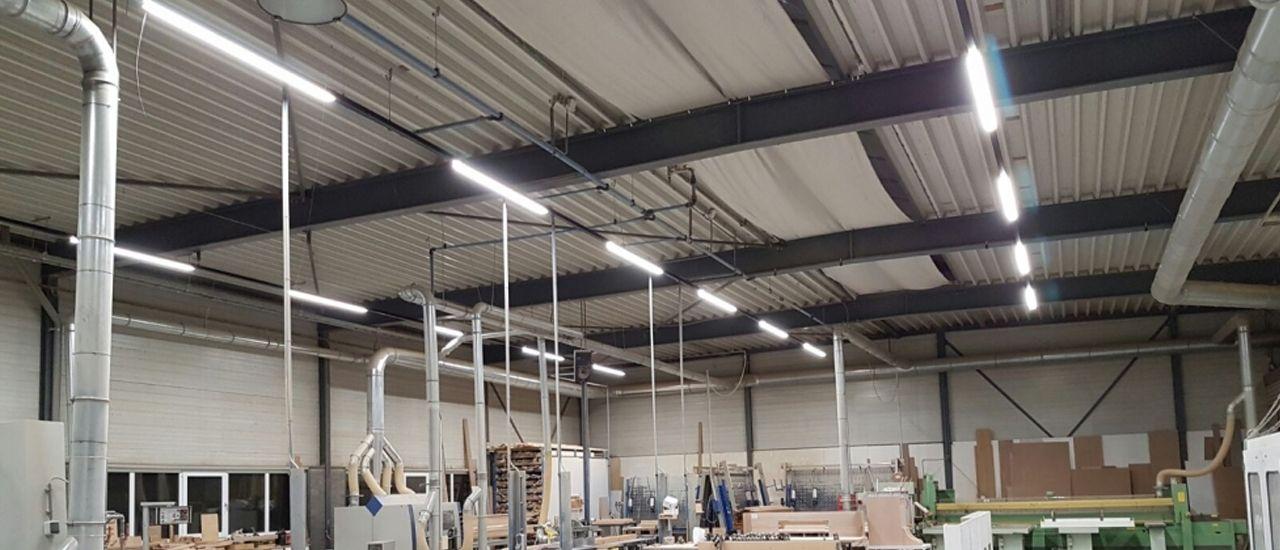 LED lijnverlichting in werkplaats